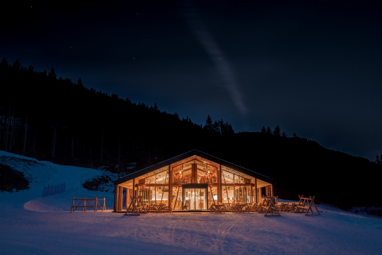 "Glass façade of the ""Zin Fux"" ski lodge in South Tyrol with warm edge spacer bars from SWISSPACER"